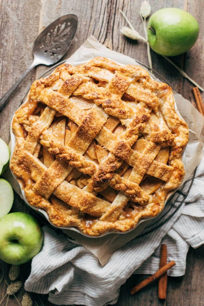 the top view of a freshly baked apple pie