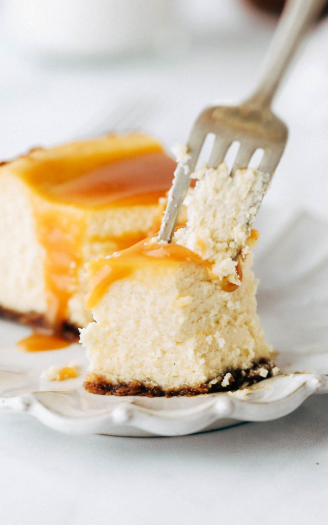 close up on the texture of a creamy caramel cheesecake