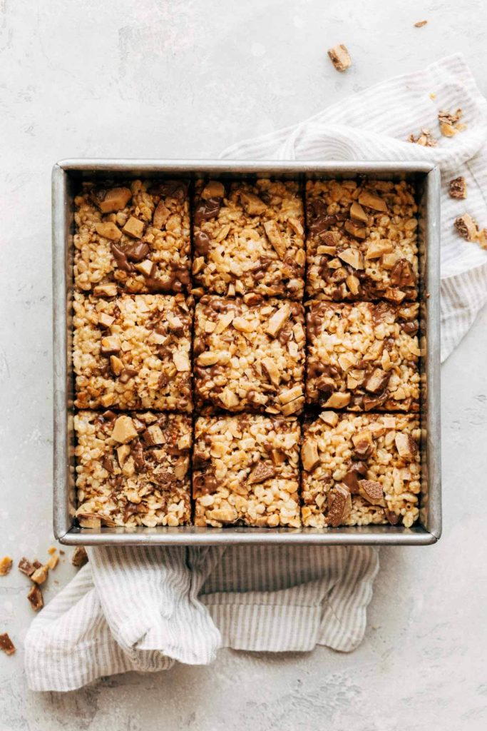 sliced brown butter rice krispies in the pan