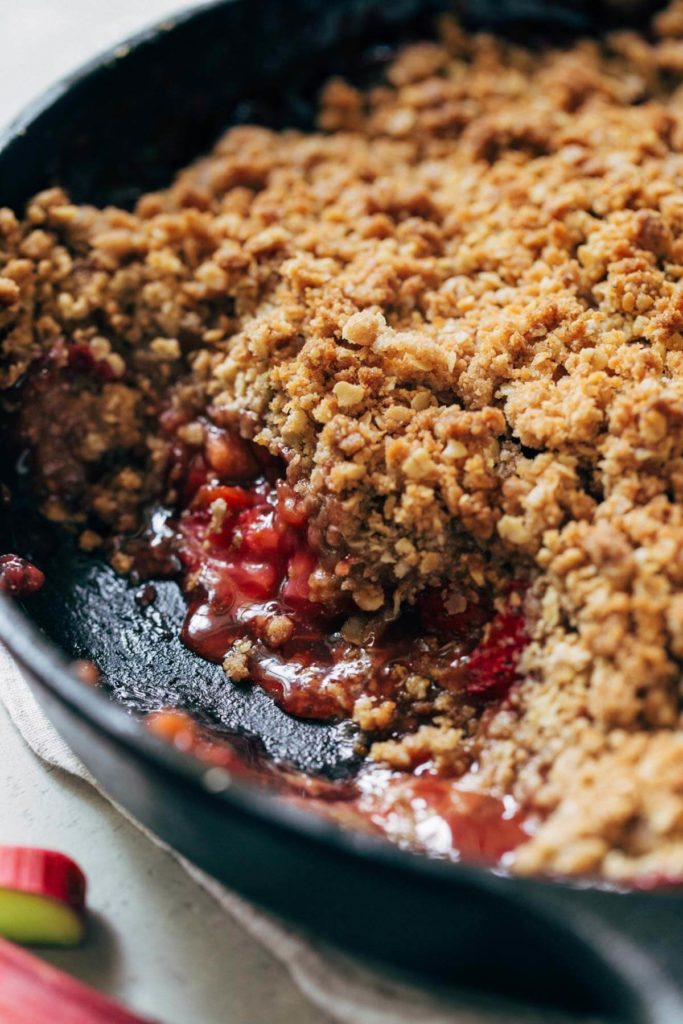 close up on the inside of strawberry rhubarb crisp