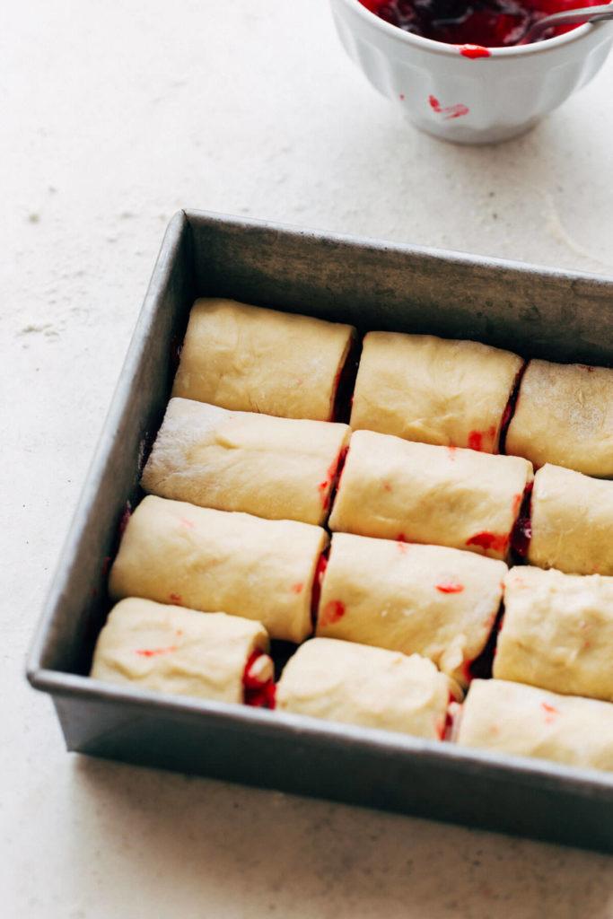 dinner rolls in baking pan