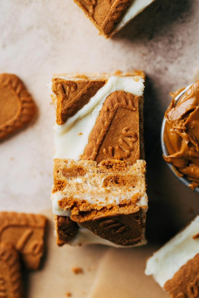 two slices of no bake cookie butter bars