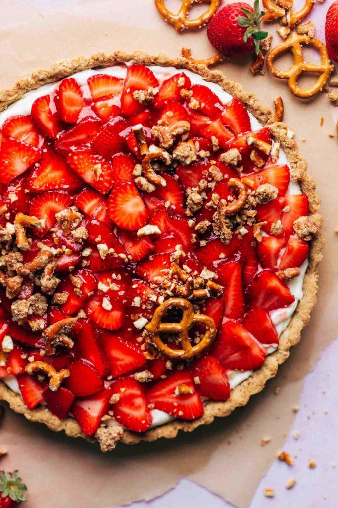 the top of a finished strawberry tart sprinkled with a pretzel crumble