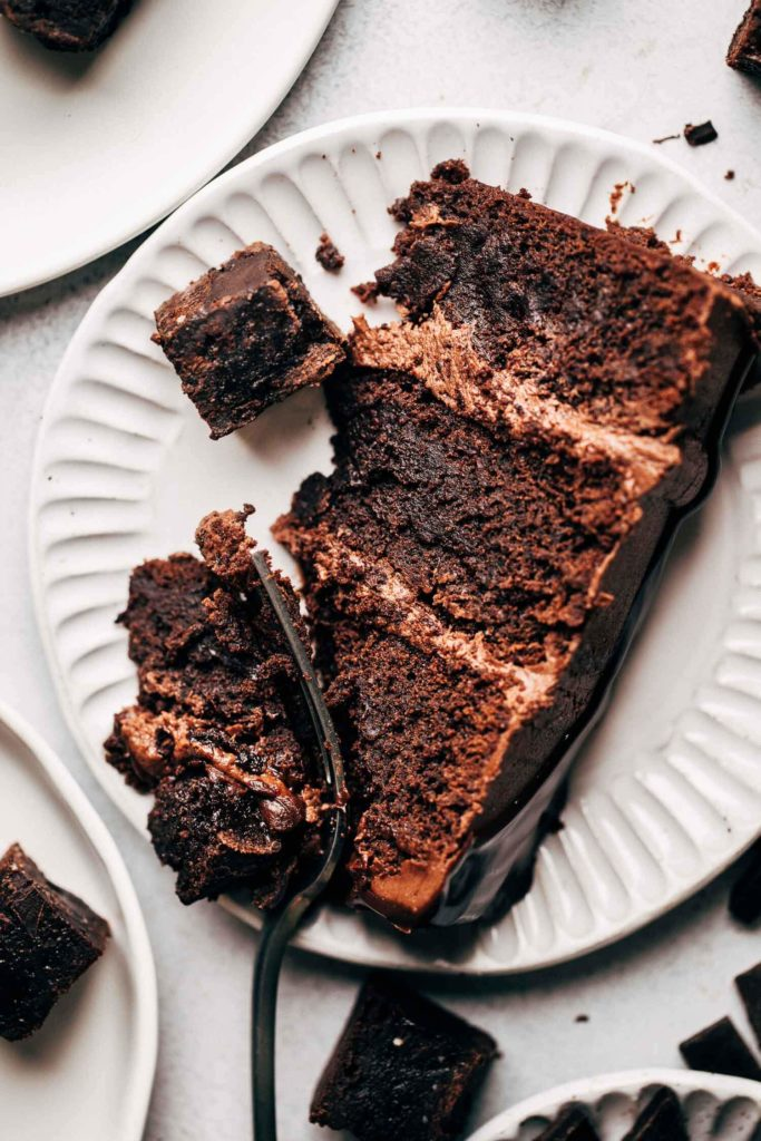 the top view of a brownie cake slice on a plate